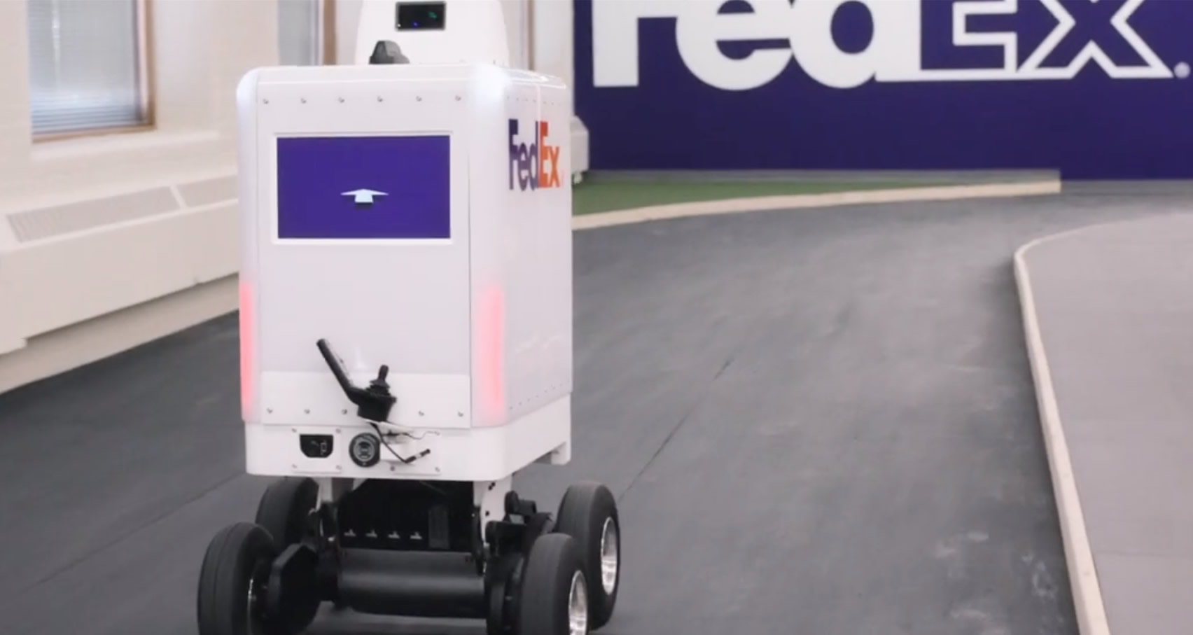 Delivery bot has an innovative compartment that allows delivery of hot and cold items.